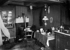 1921 Interieur krotwoning Krotwoningen : Interieur van armoedige en vervallen woning in Amsterdam.