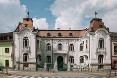 Rosenfeldov palác (Žilina, Slovensko) - Recenzie - TripAdvisor Aphrodite, Notre Dame, Trip Advisor, Mansions, House Styles, Building, Travel, Home, Viajes