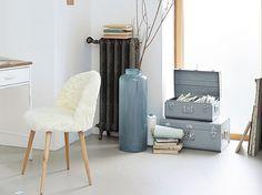 #fauteuil #blanc #scandinave #vases #valises #bougies