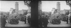 Desfile de carrozas por la Calle Alcalá con O'Donnel (Madrid), junto al edificio de las Escuelas Aguirre. Par estereoscópico, soporte vidrio. Fondo Gómez-Moreno/Orueta. http://bvirtual.bibliotecas.csic.es/csic:csicalepharc000067893