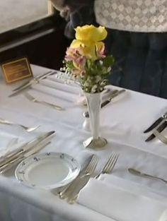 ♔ Orient Express ~ 'Lalique' dinning car Hercule Poirot, Orient Express, Train Travel, Ticket, Trains, Destinations, Table Settings, Wheels, Romance