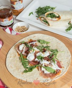 Wrap with grilled vegetable pesto, parma ham and mozzarella - Kitchen ♥ Love Healthy Lunch Wraps, Healthy Snacks, Healthy Eating, Healthy Recipes, Healty Lunches, Good Food, Yummy Food, Pesto, True Food