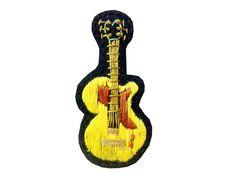 ブラックリネンにギターを刺繍しました。春らしい黄色がたんぽぽみたいにちょこんとかわいいブローチです。大きさ:W40×H80mm|ハンドメイド、手作り、手仕事品の通販・販売・購入ならCreema。