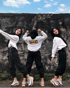 Modern Hijab Fashion, Hijab Fashion Inspiration, Aesthetic Fashion, Aesthetic Clothes, High Fashion, Hijab Wear, Ootd Hijab, Hijabi Girl, Girl Hijab
