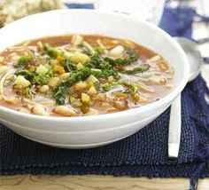 Chunky Minestrone Soup - The perfect solution to a cold night in? A warming bowl of this home-made chunky soup. Vegetarian Cabbage, Vegetarian Soup, Vegetarian Recipes, Healthy Recipes, Healthy Soups, Veggie Recipes, Veggie Soup, Vegetarian Dinners, Savoury Recipes