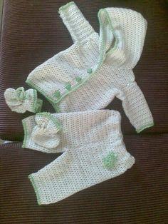 newborn cowgirl set crochet pattern | Newborn Froggie Hoodie Set by Moogjigoo | Crocheting Ideas