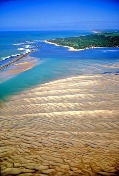 Barra de São Miguel, Alagoas, Brazil.  http://surfsplash.com/