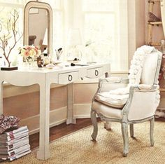 dressing table Romantic Shabby Chic - Bedroom furniture love this mirror pictures Dressing Table With Chair, Dressing Table Design, Dressing Table Mirror, Dressing Tables, Dressing Rooms, Shabby Chic Bedroom Furniture, Bungalow 5, Bungalow Ideas, Cottage Living