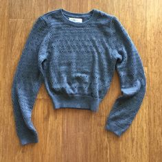 Knitted Pullover Sweater Cropped sweater. Never worn! tags still on! Abercrombie & Fitch Sweaters