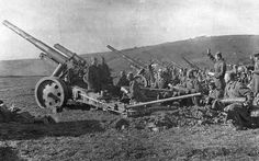 Feldhaubitze 18 is used by Soviet troops in the heavy howitzer artillery brigade Soviet Army, World Of Tanks, German Army, Armored Vehicles, War Machine, Rare Photos, Armed Forces, World War Ii, Ww2