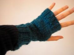 This is one of the fastest things you ever will make. It is a pattern we teach in our Knit 101 class, so it is not too tricky. These mitts are made with Aran weight yarn, and shown here in Manos . Loom Knitting, Knitting Club, Knitting Patterns Free Dog, Free Pattern, Aran Weight Yarn, Fingerless Gloves Knitted, Knitted Hats, How To Purl Knit, Crafts
