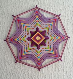 Gods eye pink and purples Crazy Quilting, God's Eye Craft, Dream Catcher Mandala, Mandala Artwork, Mexican Crafts, Weaving Designs, Gods Eye, Art Yarn, Idee Diy