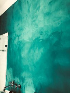 Earthcote Pandomo Environmentally friendly, resin-based stucco contemporary coating, sensual veined look, with a super polished, smooth-as-glass feel. Stucco Finishes, Feature Walls, Busa, Luster, Floors, Resin, Wax, Marble, Smooth