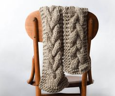 Here is the first ofmy'fall collection' patterns that I will be releasing over the next few weeks. Over the summer I've been coming up with some fall projects, because that's what yarn addicts do (ha ha!), and it's finally time that I can share them! I really wanted to make a luxurious, super chunky, squishy scarf to start off the cooler season. This was the first time I've used Cascade Magnum for a pattern and I am so happy with it! The colors that you can choose ...