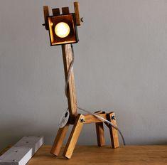 Lámparas de jirafa Unique Furniture, Wooden Furniture, Wooden Desk Lamp, Reclaimed Wood Projects, Modern Floor Lamps, Baby Decor, Lamp Design, Lamp Light, Table Lamp