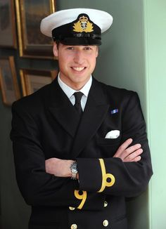 Prince William (William Arthur Philip Louis) of Wales, UK in He is Child of Prince Charles (Charles Philip Arthur George) Prince of Wales, UK & his wife (m. Diana Frances Spencer Princess of Wales, UK. Princesa Diana, Princesa Real, Diana Spencer, Lady Diana, Prince William Family, Prince William And Catherine, Prince Charles, Charles Charles, Royal Navy Uniform