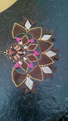 This Pin was discovered by Gül Needle Tatting, Needle Lace, Crochet Squares, Sewing Techniques, Needlepoint, Hand Embroidery, Needlework, Diy And Crafts, Handmade Jewelry
