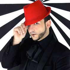 Giuseppe Tella with a red hat made by himself, photo by Alex von Dungen