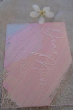 Oh so delicate.  Ganz speziell für die beste Mama der Welt.  Unsere fineart Acrylkarten in 3 bezaubernden Versionen werden aus glasklarem Acryl gefertigt .  Wunderschöne & zeitlose Designs, graviert in 3mm Acrylglas sind ein garantierter Hingucker.  Der Clou? Deine Karte wird mit 2 kleinen Acrylglas Stehern versendet und kann dann perfektals Deko aufgestellt werden.  Die Karte kommt m... Beste Mama, Mint, Designs, Fine Art, Pastel Colors, Light Rose, Mother's Day, Cards, Deco