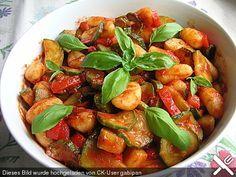 Gnocchi - Salat mit Zucchini und Paprika, ein gutes Rezept aus der Kategorie Gemüse. Bewertungen: 195. Durchschnitt: Ø 4,5.