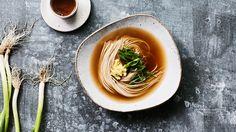 Soba noodles with ankake broth (ankake soba) - Recipe Veggie Recipes, Asian Recipes, Gourmet Recipes, Real Food Recipes, Vegetarian Recipes, Ethnic Recipes, Japanese Recipes, Japanese Food, Veggie Meals