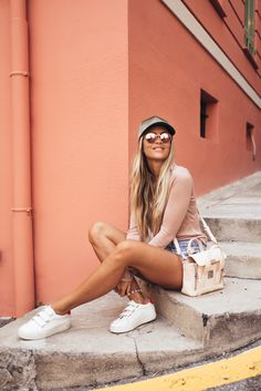 Posing inspo: COMFY. Casual. Sporty yet sexy.