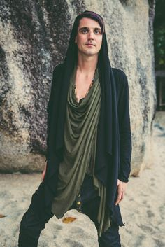 NEW MOON - Hooded double layer bamboo cape for Urban Nomads. Green Cotton, Black Cotton, Hipster Outfits Men, Jedi Robe, Drop Crotch Pants, Cape Jacket, O Design, Hooded Cardigan, New Moon