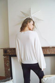 Pull Raphaëlle www.lescomptoirsd... #lescomptoirsdorta #eshop #pull #raphaëlle #blanc #white #pullover #oversize #spring #collection #crush