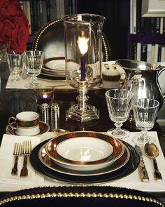 Скоро время ужина... Порадуйте свой взор невероятной ресторанной сервировкой!   Наша жизнь как раз складывается из таких мелочей! ☕️ Ps на фото - вдохновение от Ralph Lauren