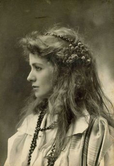 theuniversemocksme: Portrait of an unknown woman, Belle Époque Period.