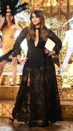 Ileana D'cruz, Indian Bridal Outfits, Indian Fashion Dresses, Bollywood Actress Hot, Beautiful Bollywood Actress, Punjabi Fashion, Indian Actress Hot Pics, Cute Beauty, Prom Dresses Blue