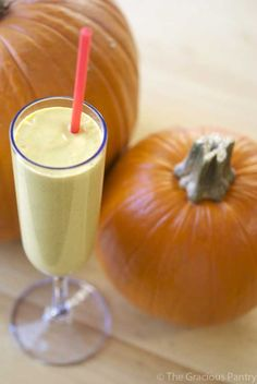 Clean Eating Pumpkin Pie Oatmeal Smoothie -- Trim Healthy Mama (E or FP) smoothie. Sub sweetener with preferred sugar substitute.  Makes a large batch!