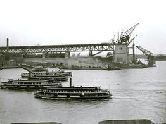 The early stages of the construction of the span of the Sydney Harbour Bridge in 1930.  🌹