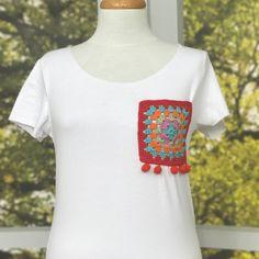 #gulumsetenfikirler tişört yenileme uygulaması ❤️ Tişörtlerde kullanılan malzemeleri kürkçü handaki Bereket Tuhafiyeden bulabilirsiniz.. ☺️