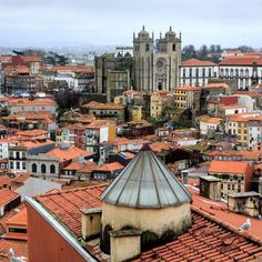 Porto's cathedral (Sé do Porto) is one of the most beautiful monuments in the city.