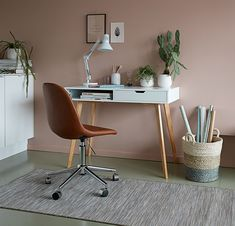 Shop the great offers on office desks at JYSK. See the wide range of computer desks and home office desks in different materials and styles in-store and online. White Desk Bedroom, Home Office, Office Desk, Tv Wall Design, Ikea Desk, White Oak, Modern Furniture, Modern Design, Room Decor
