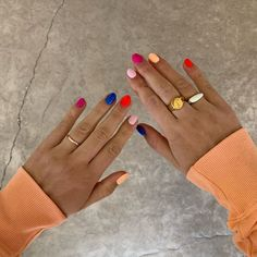 Semi-permanent varnish, false nails, patches: which manicure to choose? - My Nails Nail Design Stiletto, Nail Design Glitter, Winter Nail Art, Winter Nails, Summer Nails, Do It Yourself Nails, How To Do Nails, Ten Nails, Party Nails