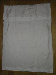 Annons på Tradera: Paradhandduk till hylla i linne vit med spets