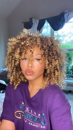 Dyed Curly Hair, Dyed Natural Hair, Curly Hair Cuts, Natural Hair Tips, Curly Hair Styles, Natural Hair Styles, Aesthetic Hair, Brown Skin Girls, Brown Blonde Hair