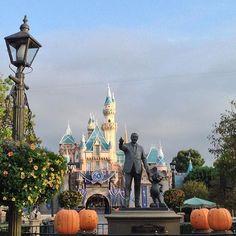 Only 4 more days until #Disneyland!  #DisneylandCountdown #disney #disneylandresort  #disneyland #anaheim #california #disneylandcalifornia @disneyland #ap #throwback #partnersstatue #disneylandhub #sleepingbeautycastle by glitteryotters