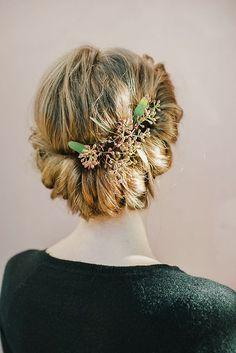 rustic elegance - love this bridal hairstyle!