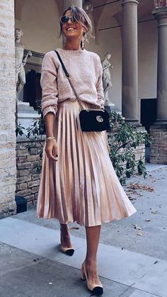 Sweater + Pleated Midi Skirt - Outfits for Work Mode Outfits, Chic Outfits, Spring Outfits, Fashion Outfits, Womens Fashion, Fashion Ideas, Simple Outfits, Winter Wedding Outfits, Dance Outfits
