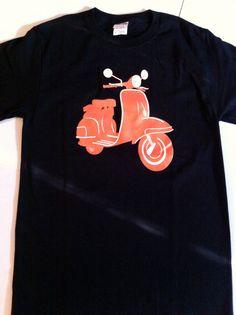 SALE Vespa Orange Scooter Tee Men's Unisex par RocketBetty sur Etsy, $9,99