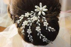 Diy Tiara, Bridal Veils And Headpieces, Wedding Tiaras, Tiara Hairstyles, Hair Jewels, Hair Decorations, Floral Headpiece, Wedding Hair Pieces, Hair Vine