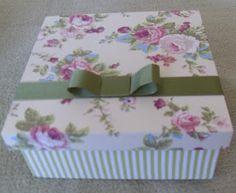 CAIXAS DE MDF DECORADAS: KIT de caixas quadradas em tecido verde listrado e floral, lindas!!!!!!!!!!!!!