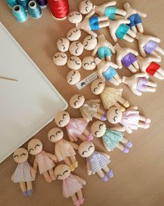 ideas for doll accessories diy daughters Doll Sewing Patterns, Felt Patterns, Sewing Toys, Sock Dolls, Felt Dolls, Doll Toys, Fabric Dolls, Paper Dolls, Tiny Dolls