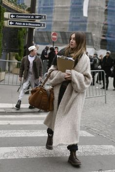 17 fashion suggestions for wearing these long winter coats - Street Style Outfits Fashion Casual, Look Fashion, Fashion Outfits, Net Fashion, Fashion Mode, Fall Fashion, Fashion Tips, Look 2018, Long Overcoat
