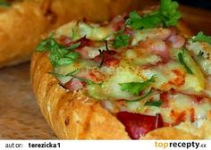 Plněná zapečená sýrová bagetka recept - TopRecepty.cz No Salt Recipes, Baked Potato, Sandwiches, Pizza, Toast, Food And Drink, Baking, Ethnic Recipes, Roll Up Sandwiches