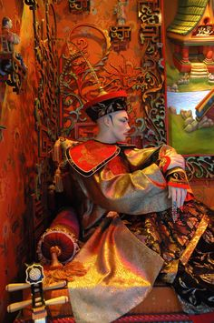 Bloomingdale's 2005 Holiday Window Displays: Chinese Emperor from the Nightingale
