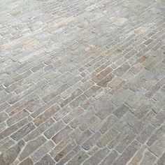 Filetti paving is a traditional stone style characteristic of European stonework. Identifiable by the use of long, thin pieces of stone, Filetti provides a rustic finish that suits both traditional and modern architecture and styling. #denelzenstone